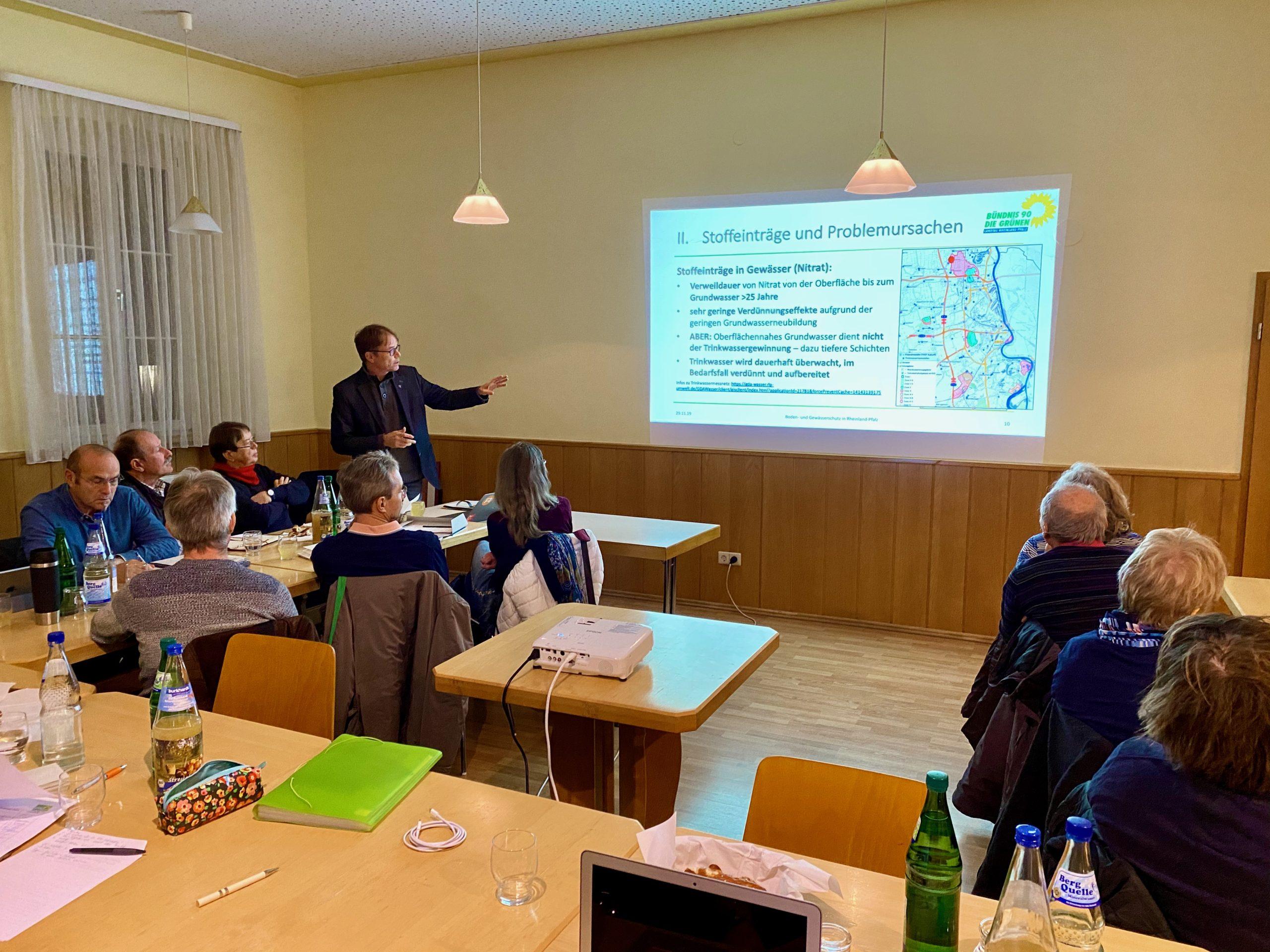 Andreas Hartenfels referiert zu Boden- und Gewässerschutz in Rheinland-Pfalz